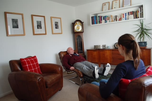 Hypnosis of a male client at stephmcgeehypnotherapy.com